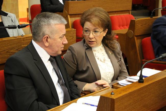 На заседании сессии Палаты представителей вместе с коллегой - депутатом Атрощенко П.А.